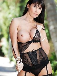 Eva Karera slips off her lace lingerie outdoors unleashing..