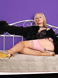 Sexy Smoking Lady in Fully Fashioned Stockings