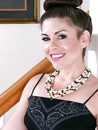 Elegant 30 year old Annabelle Genovis displaying her..