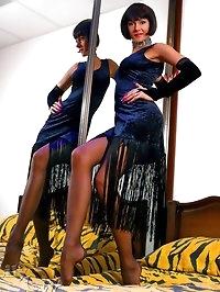 Long sexy MILF legs in FF stockings
