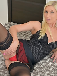 Lovely mom Vanessa Hell is totally stunning in tight..