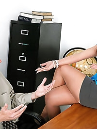 The sexy Ms. Phoenix Marie gives a lesson in anal sex.