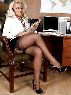 Blonde XXX Pics